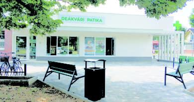 Önerőből a közterület is megújult a Deákvári Patika előtt