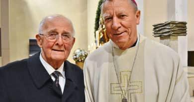 """A """"váci nagypapa"""" 90 éves lett, a püspök is köszöntötte"""