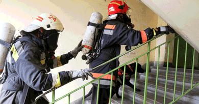 Lépcsőn futottak a 23. emeletre a tűzoltók, két váci elsőség